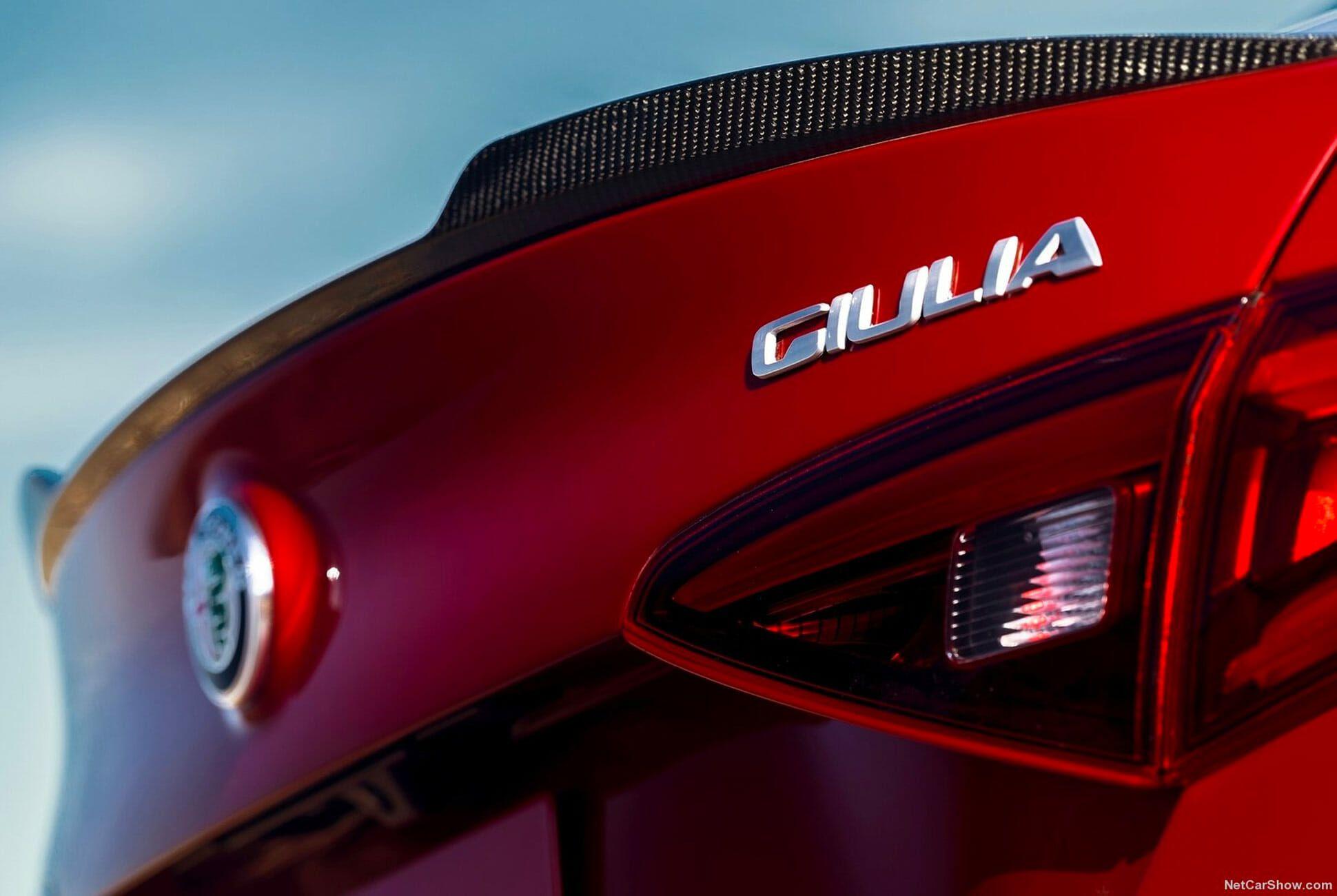 Future-Classic-Alfa-Romeo-Gear-Patrol-slide-5