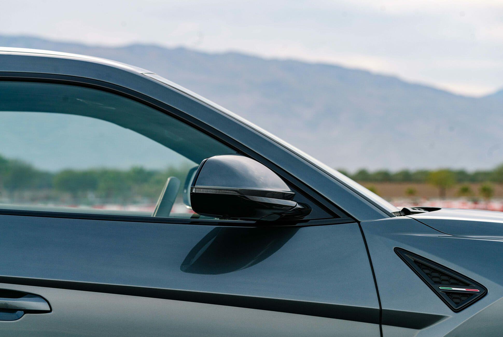 Lamborghini-Urus-Gear-Patrol-slide-3