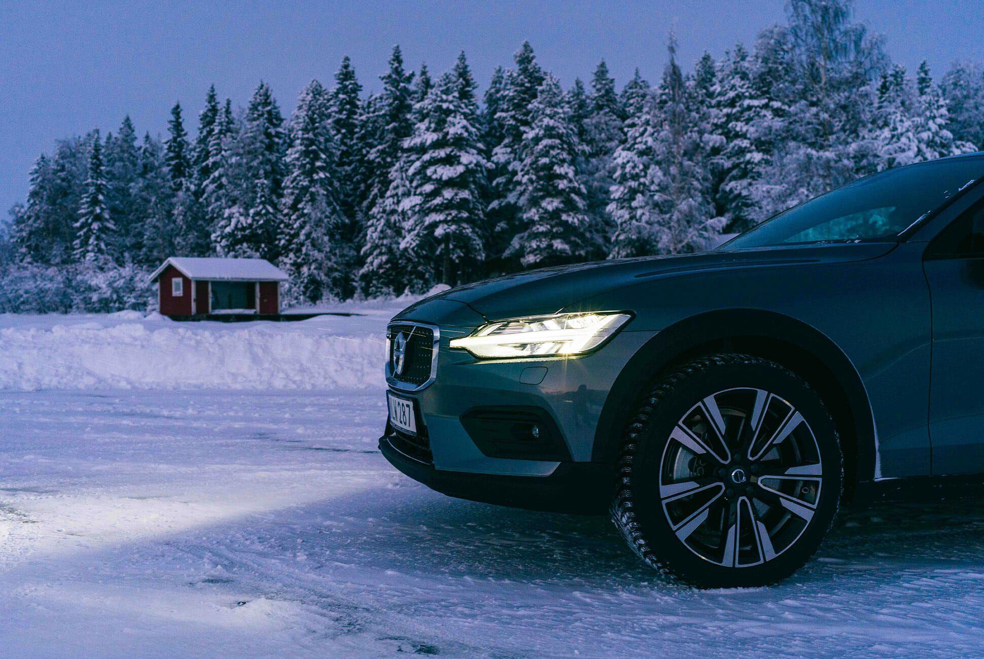 Volvo-V60-CC-gear-patrol-slide-5