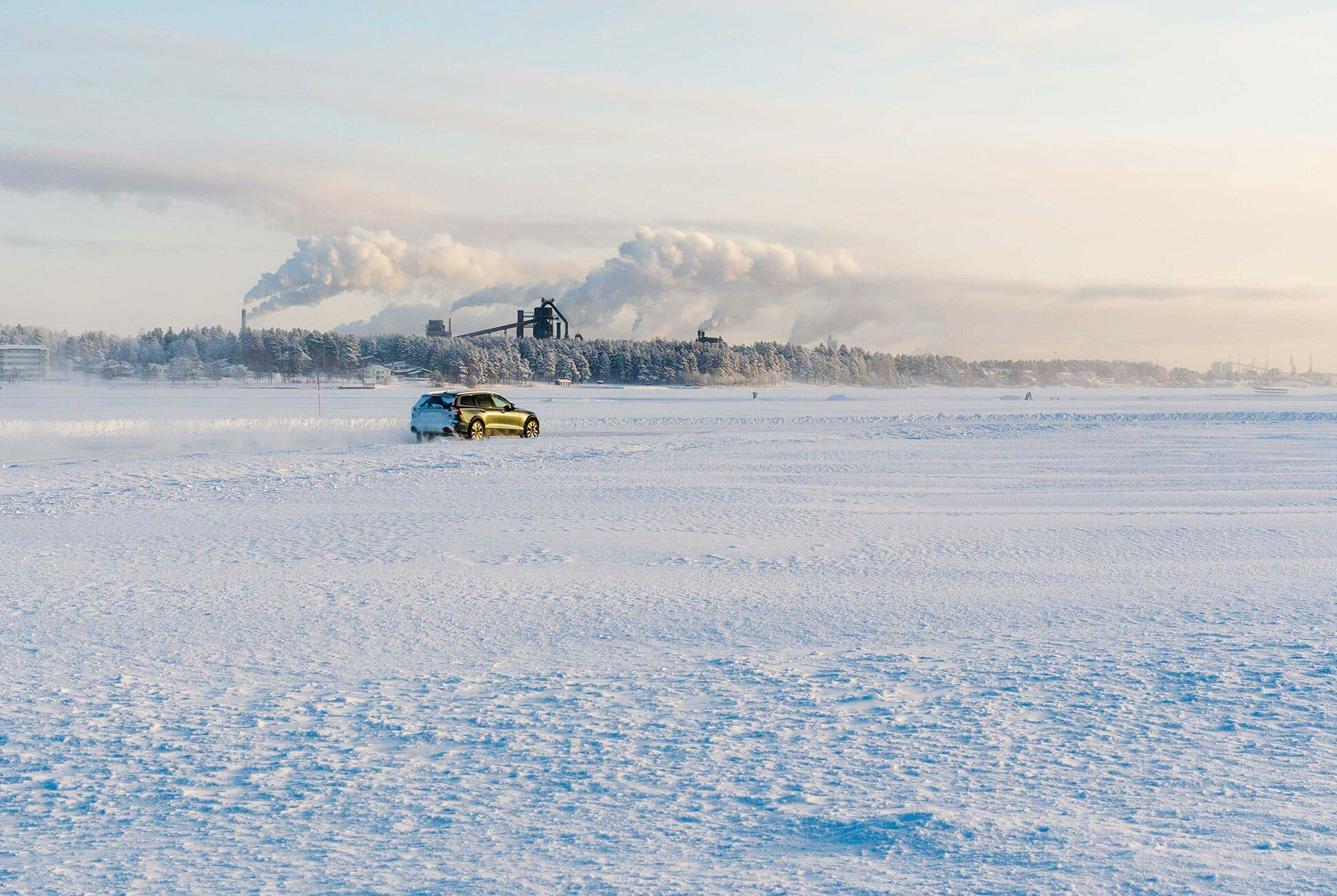 Volvo-V60-CC-gear-patrol-slide-7