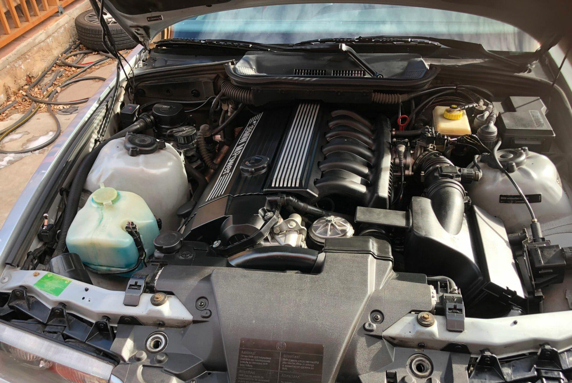 1996-BMW-M3-Coupe-5-Speed-gear-patrol-slide-06