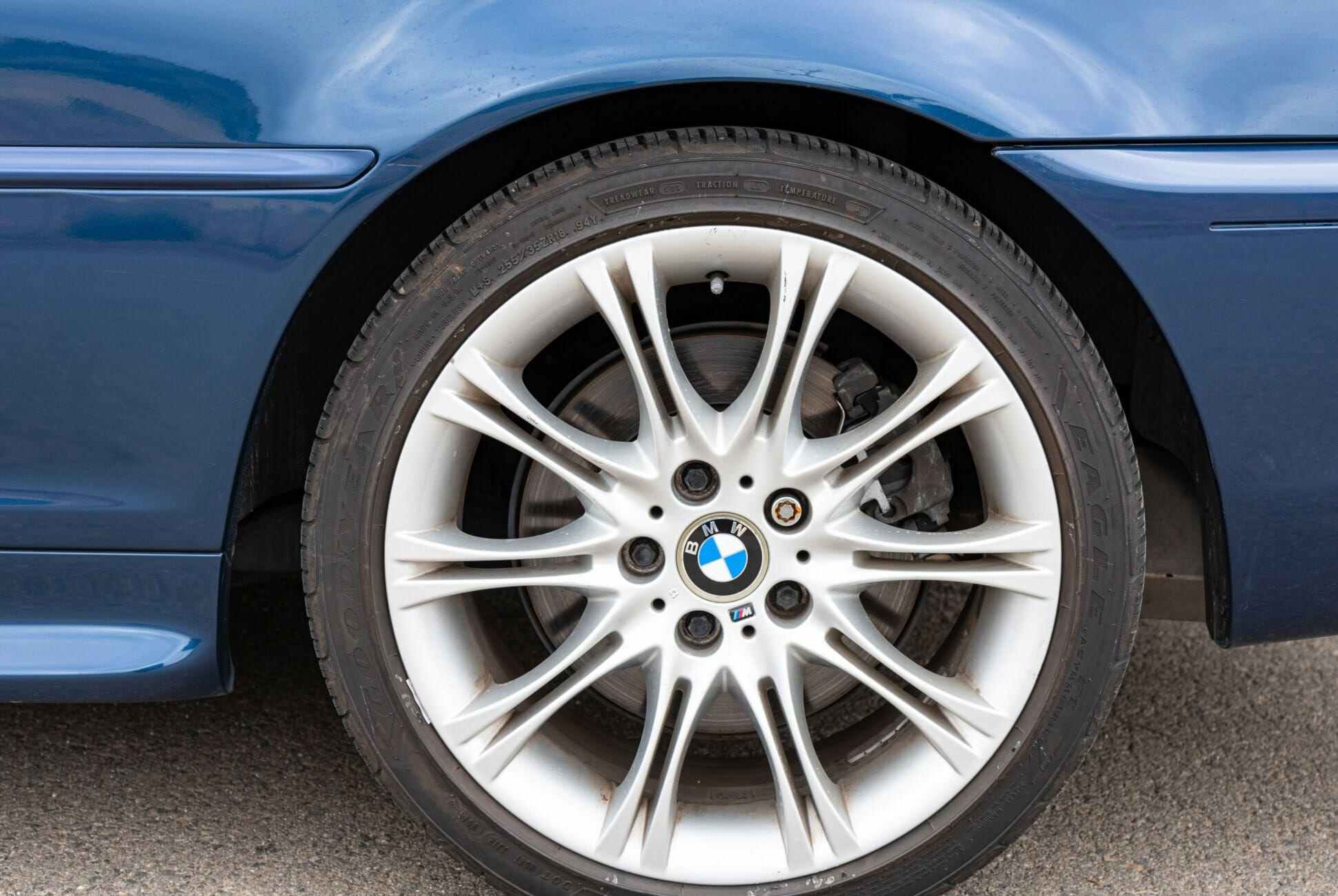 2004-BMW-330Ci-ZHP-6-Speed-gear-patrol-slide-02