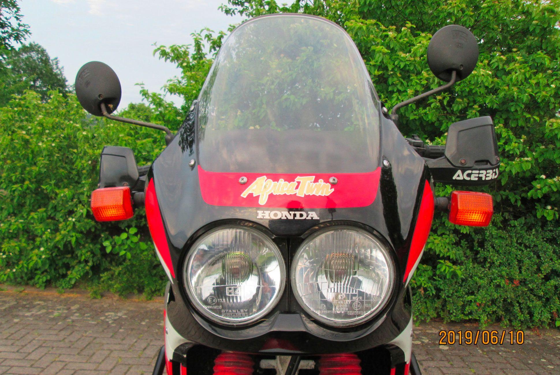 1992-Honda-XRV750-Africa-Twin-RD04-gear-patrol-slide-03