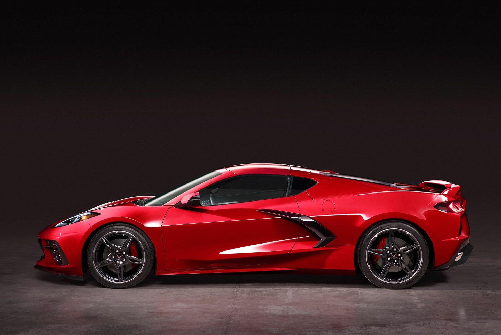 2020-Chevrolet-Corvette-Stingray-gear-patrol-slide-2