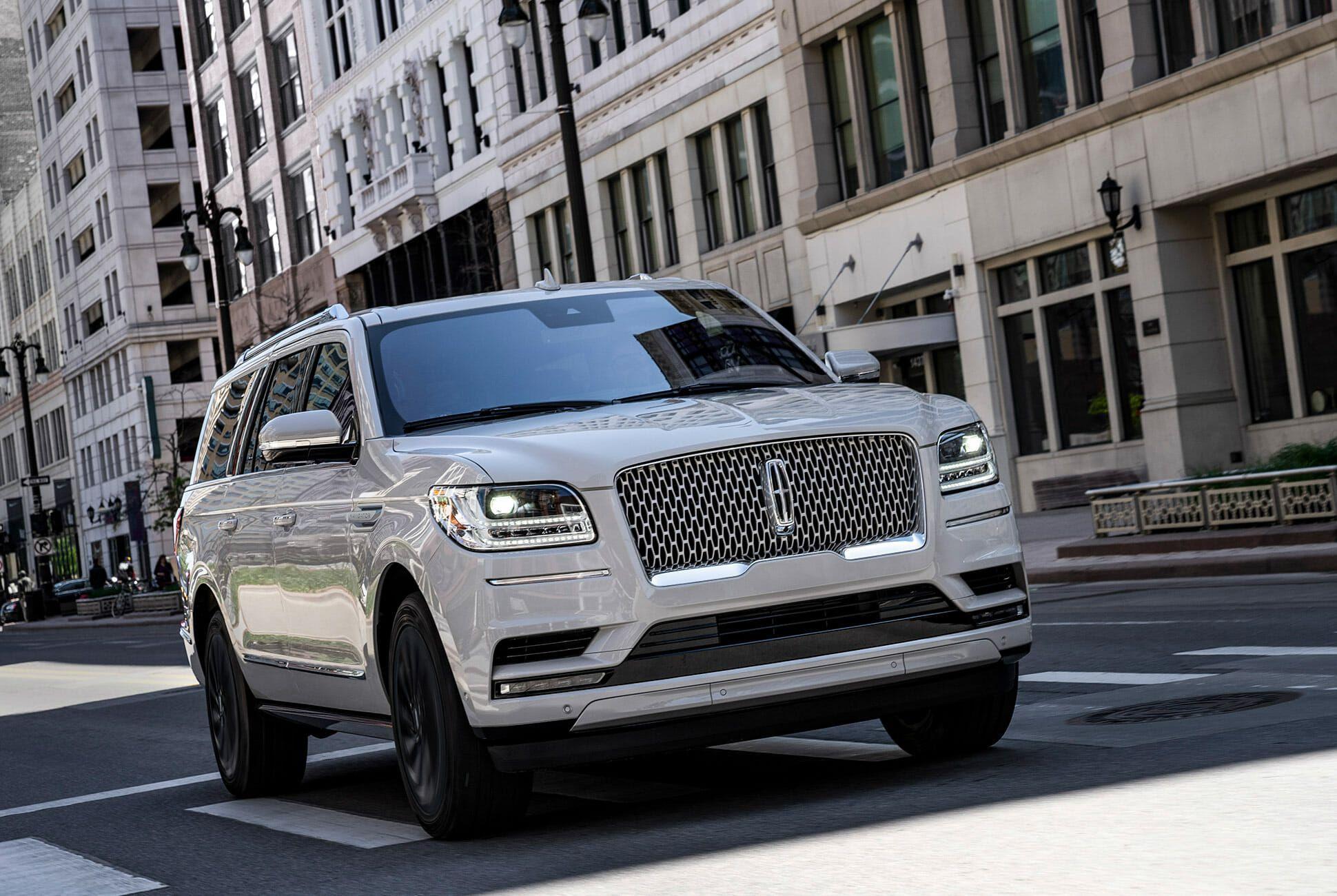 2020-Lincoln-Navigator-Monochromatic-Package-gear-patrol-slide-4