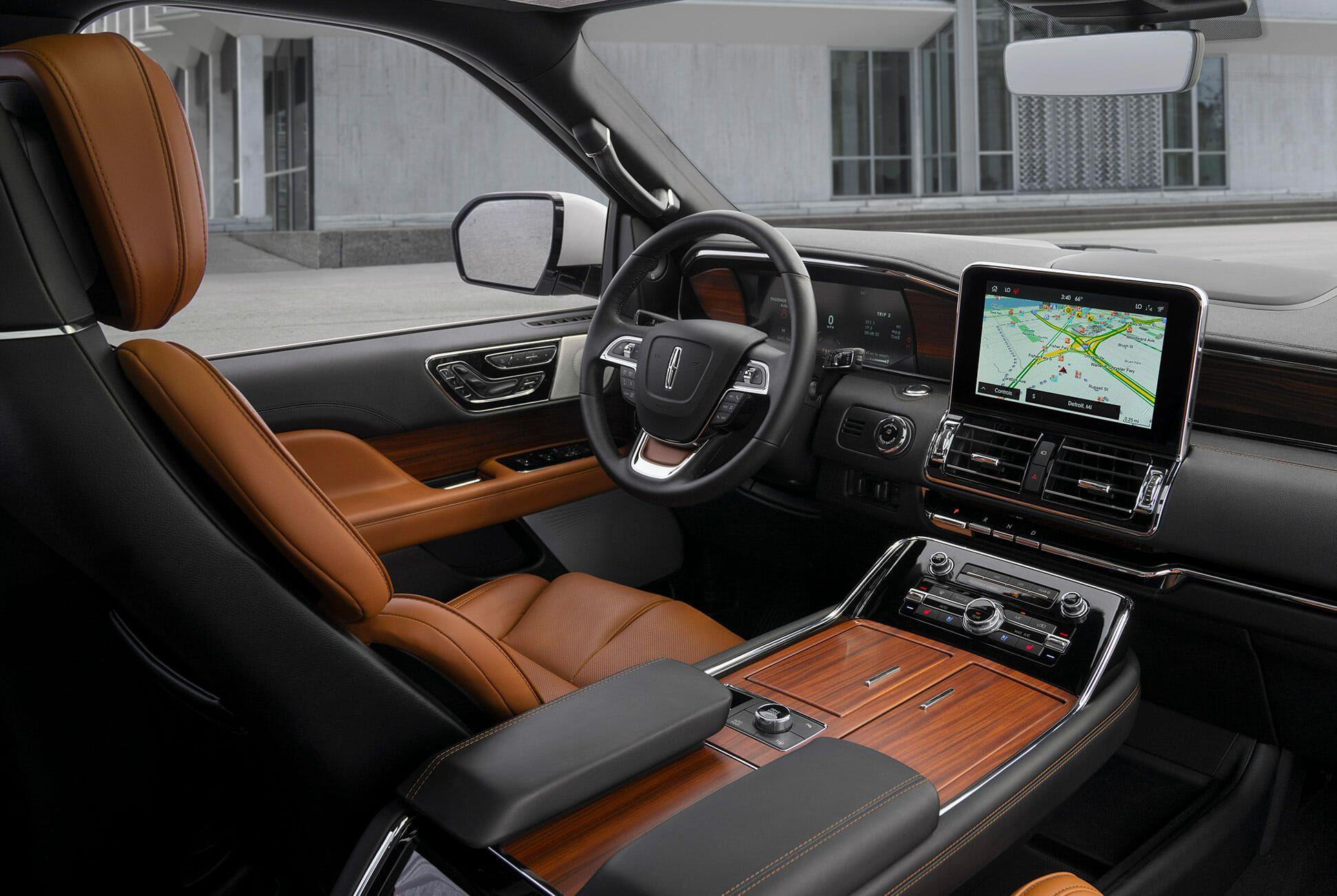 2020-Lincoln-Navigator-Monochromatic-Package-gear-patrol-slide-5