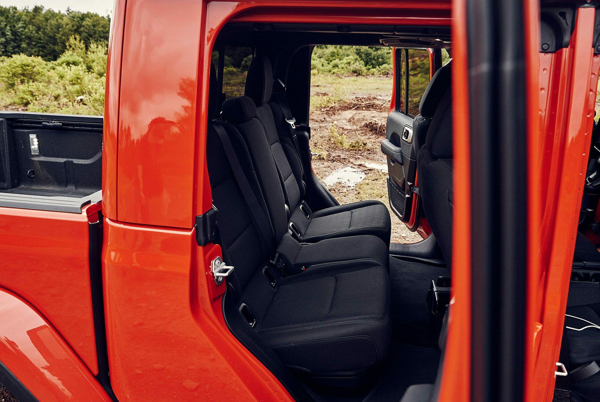 Jeep-Gladiator-Review-Gear-Patrol-slide-6