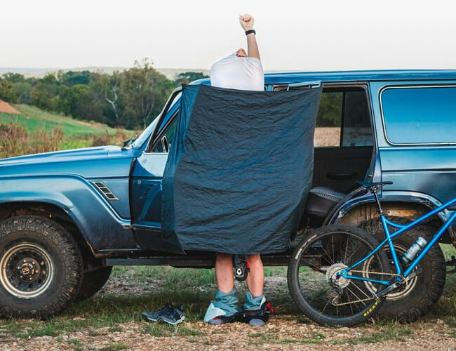This Packable Nylon Blind Makes Changing in Public a Breeze