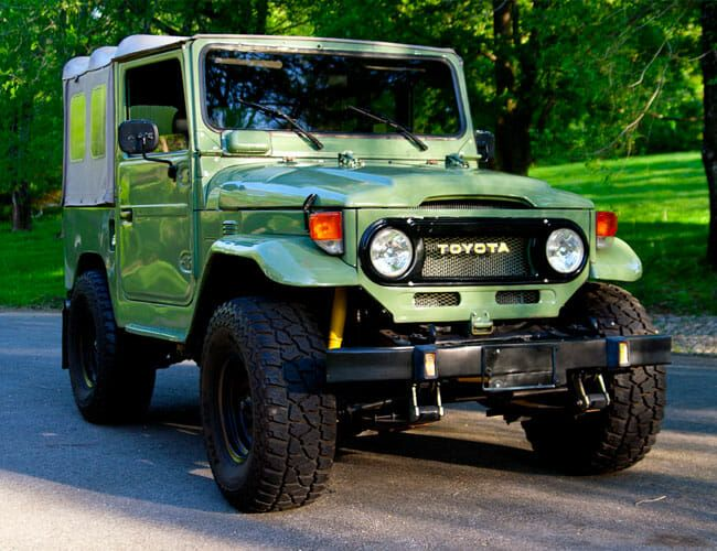 Add Some Retro Style to Your Off-Roading With This Old-School Land Cruiser