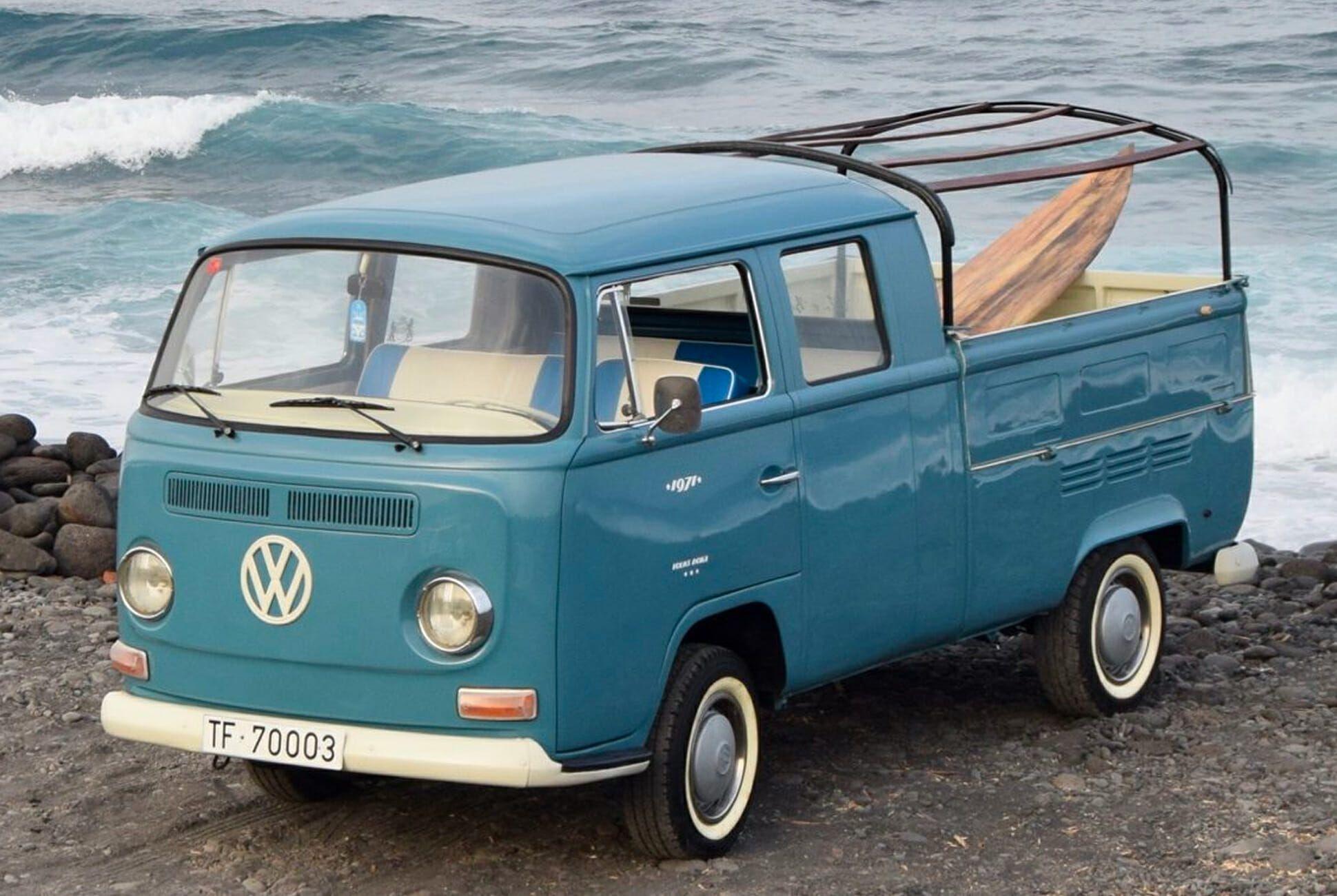 1971-Volkswagen-T2-Doka-Transporter-gear-patrol-slide-01