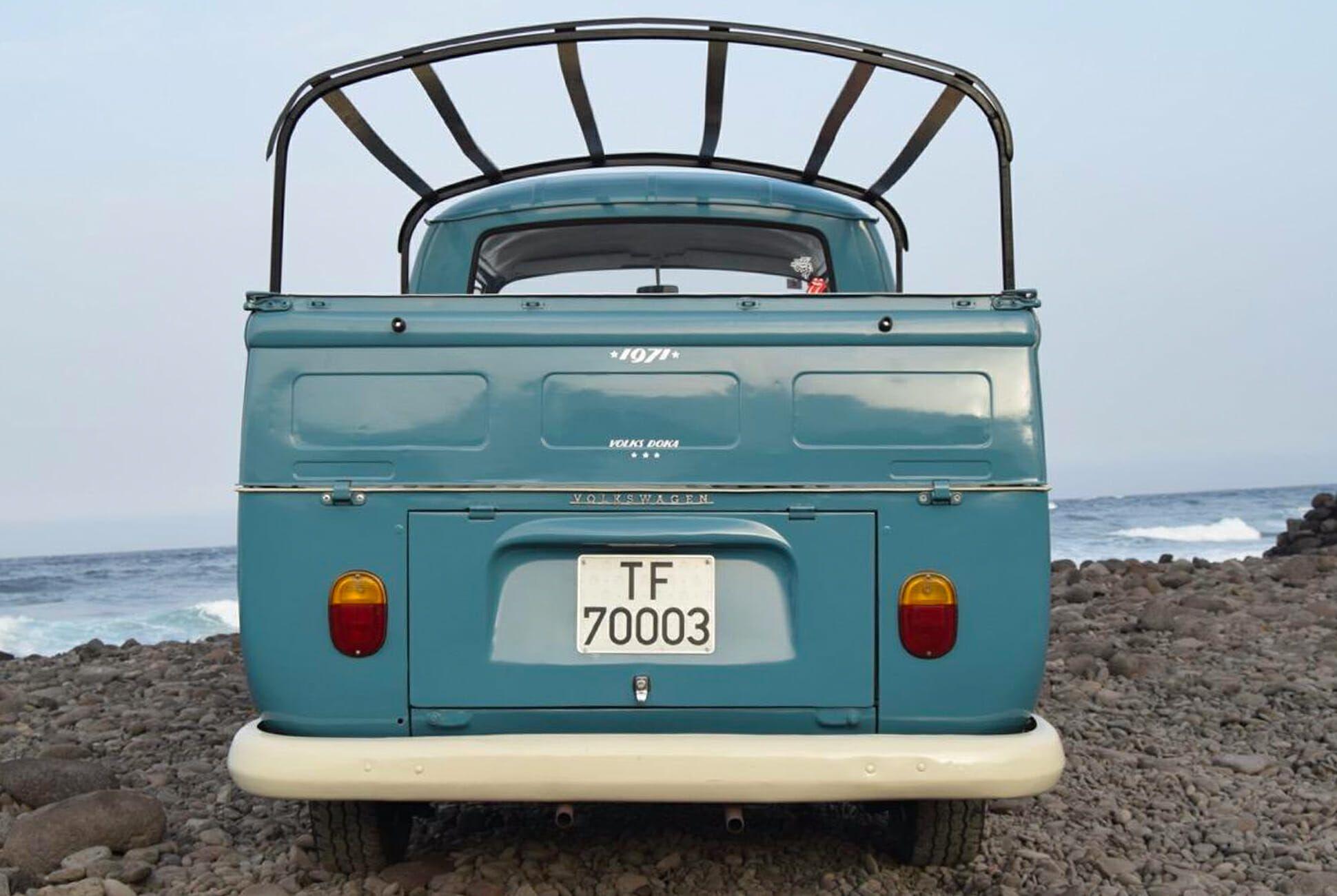 1971-Volkswagen-T2-Doka-Transporter-gear-patrol-slide-03