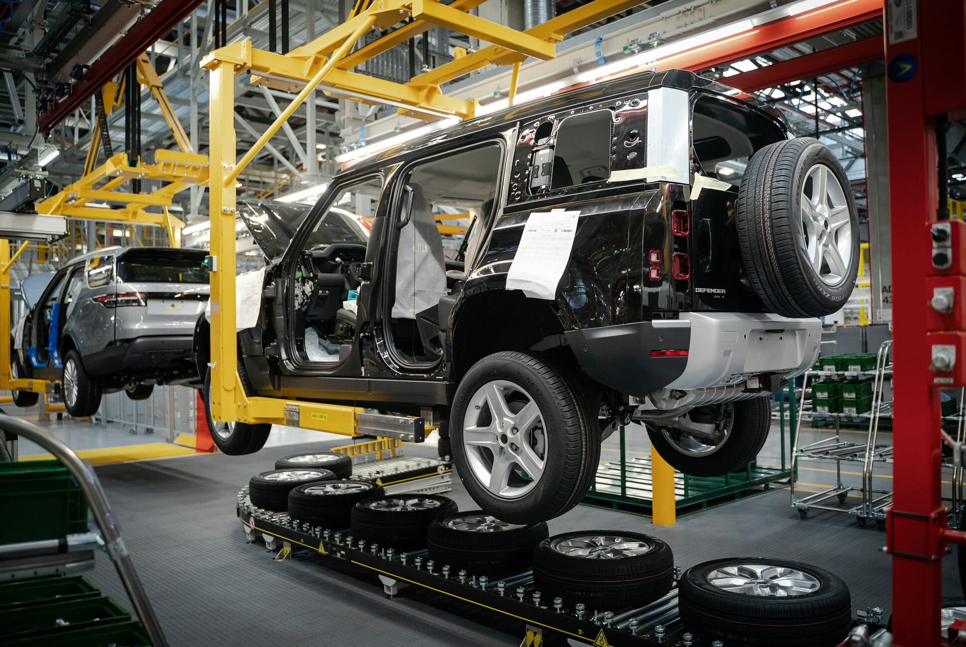 Land Rover Defender Gear Patrol-Design MFG-Slide-03