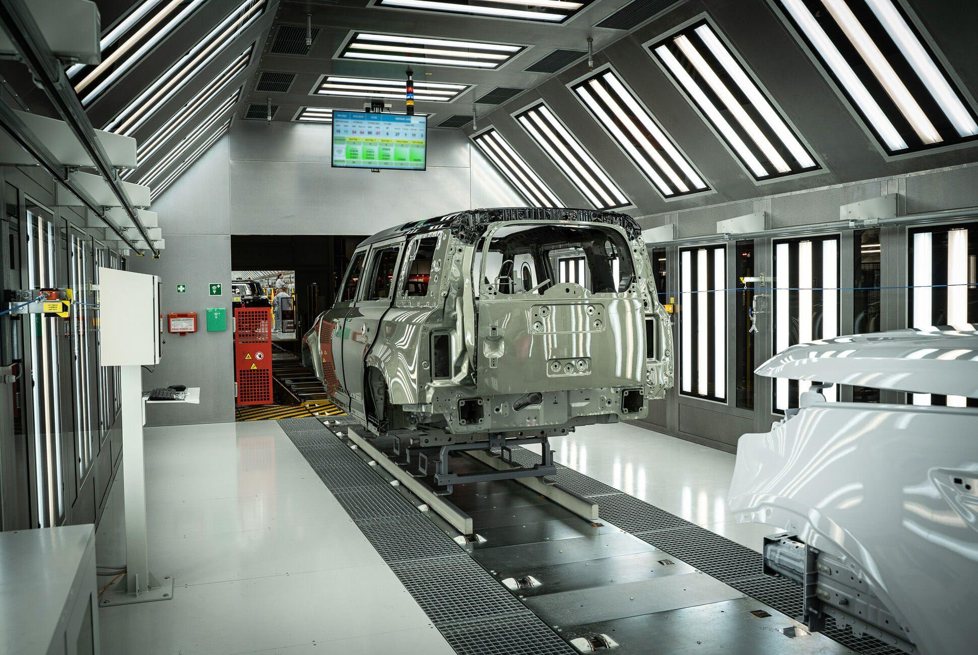 Land Rover Defender Gear Patrol-Design MFG-Slide-05