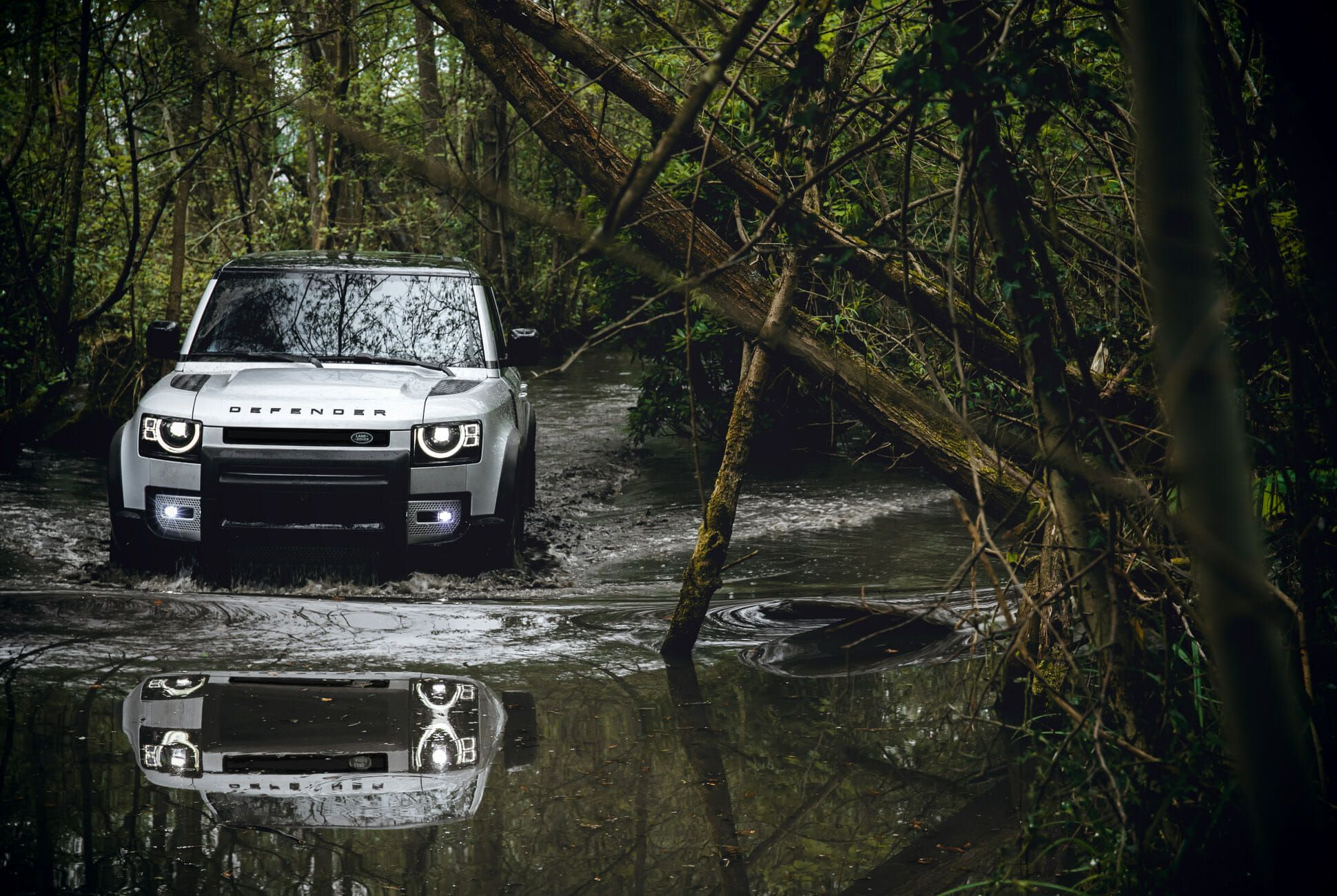 Land Rover Defender Gear Patrol-Exterior Action-Slide-28
