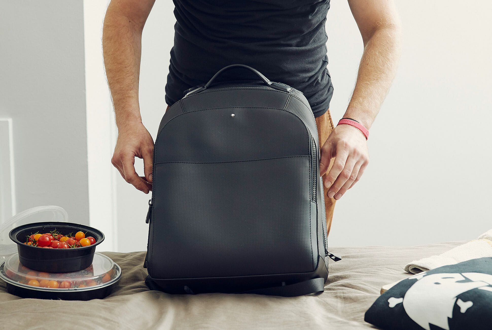 One-Chefs-Guide-Through-the-Rising-Culinary-World-of-Detroit-Gear-Patrol-Bag-Slide-1