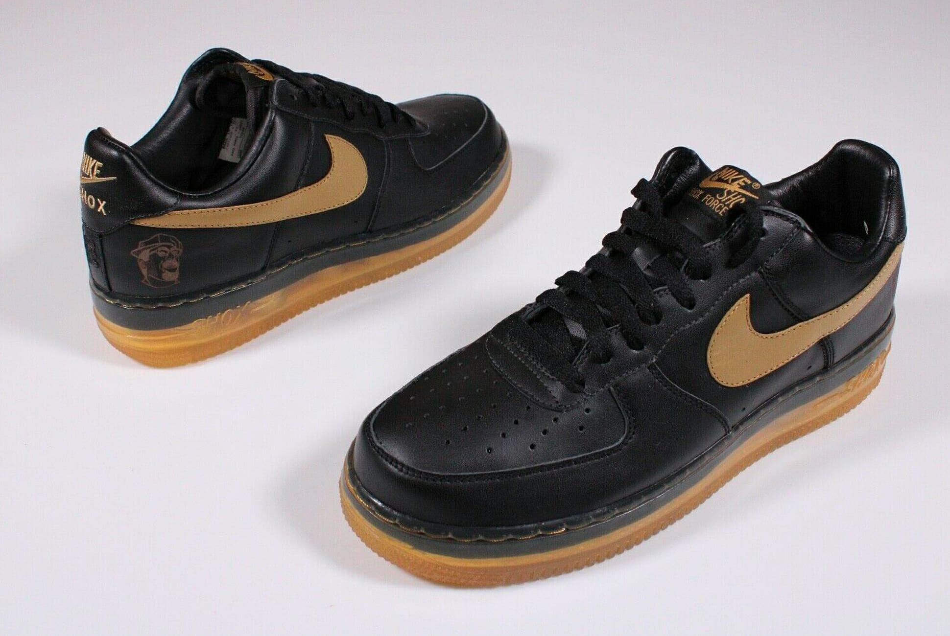 Nike Mitarbeiter zeigt seine Samples von Nike nach über
