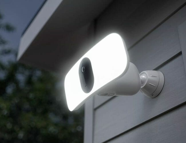 Arlo's Floodlight Cam Lets You Turn on the Daylight in Your Backyard, With No Wiring Required