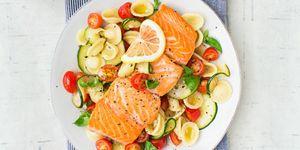 Ensalda templada de pasta y salmón