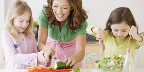 Hair, Mouth, Tableware, Sharing, Vegetable, Dishware, Plate, Spoon, Garnish, Kitchen utensil,