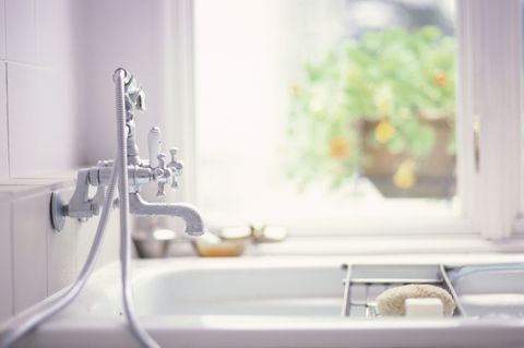 Cleaning Your Bathroom Bathroom Cleaning Mistakes - How to clean your bathroom