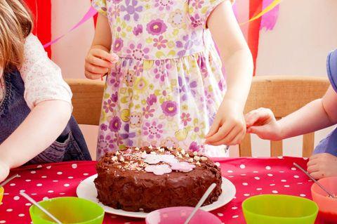 Face, Event, Sweetness, Dessert, Cake, Food, Cuisine, Child, Baked goods, Tableware,