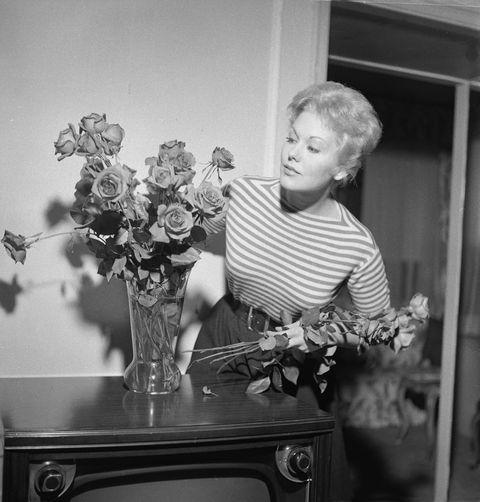 Flower Arrangement Tips From 1956 - Good Housekeeping Magazine
