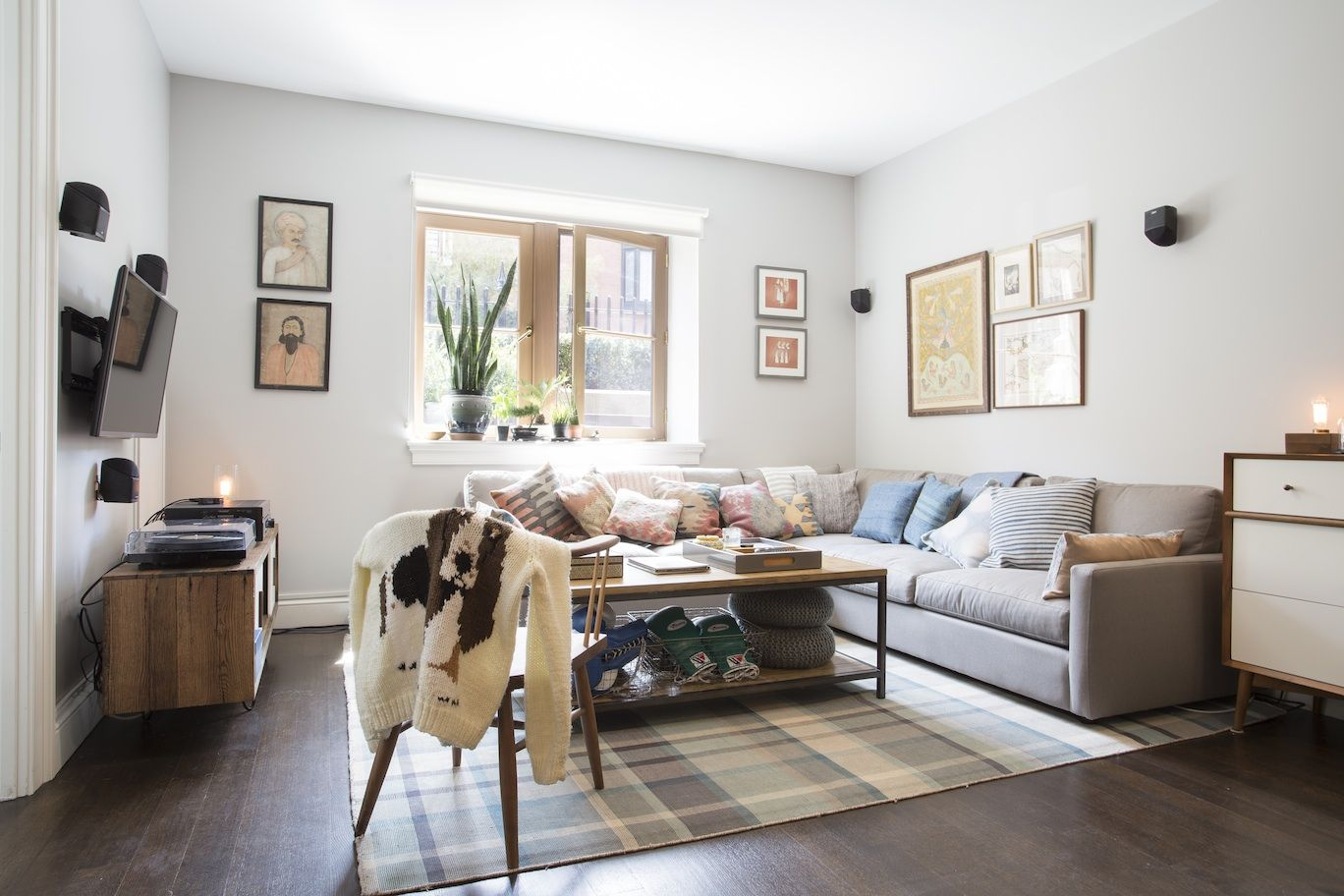 Home Makeover - Tour an Apartment Inspired By a Dog