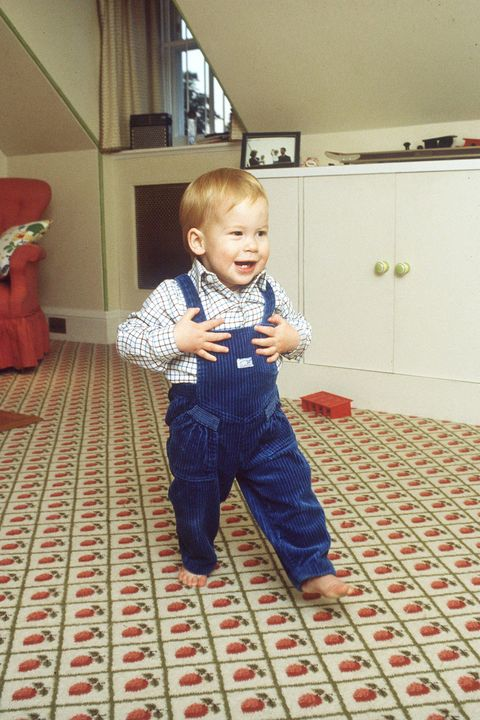 Floor, Flooring, Baby & toddler clothing, Toddler, Cabinetry, Home, Baby, Mat, Play, Kitchen appliance,