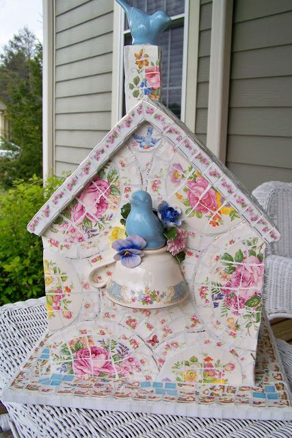 Serveware, Porcelain, Home accessories, Siding, Ceramic, Craft, Teapot, Creative arts, Pottery, Bird,