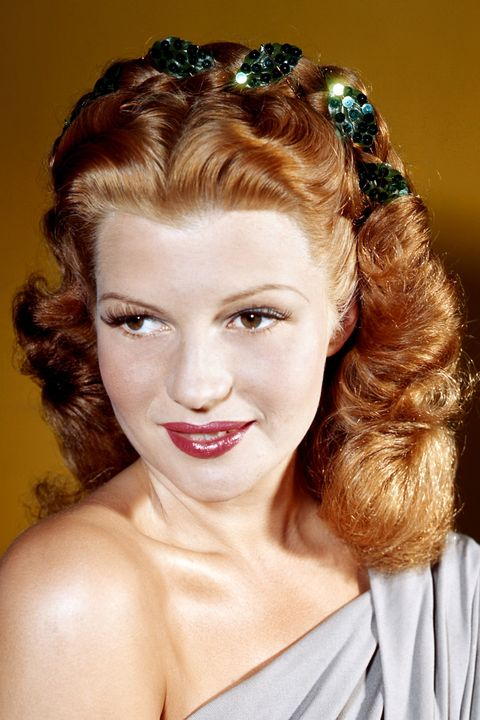 LOS ANGELES - CIRCA 1940:  Actress and dancer Rita Hayworth poses for a portrait circa 1940 in Los Angeles, California.  (Photo by Earl Theisen/Getty Images)
