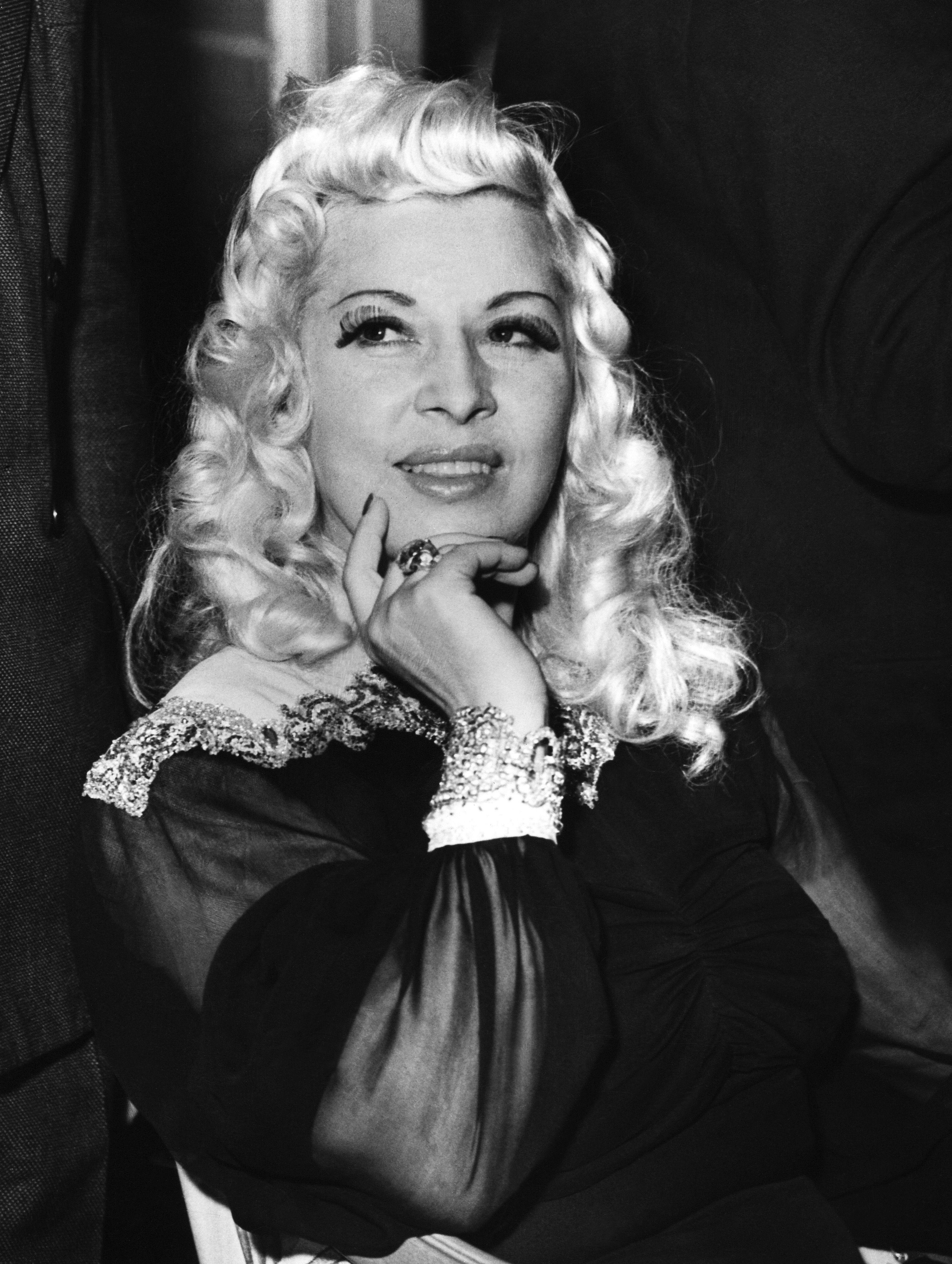 Actresses older white Betty White