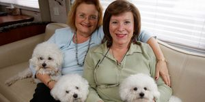 Jonni and Angela Pettit in their RV with their three Bichon Frise dogs (in 2007)