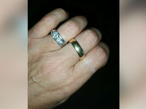 Friends Find Late Husbands Lost Wedding Ring For Grieving Widow