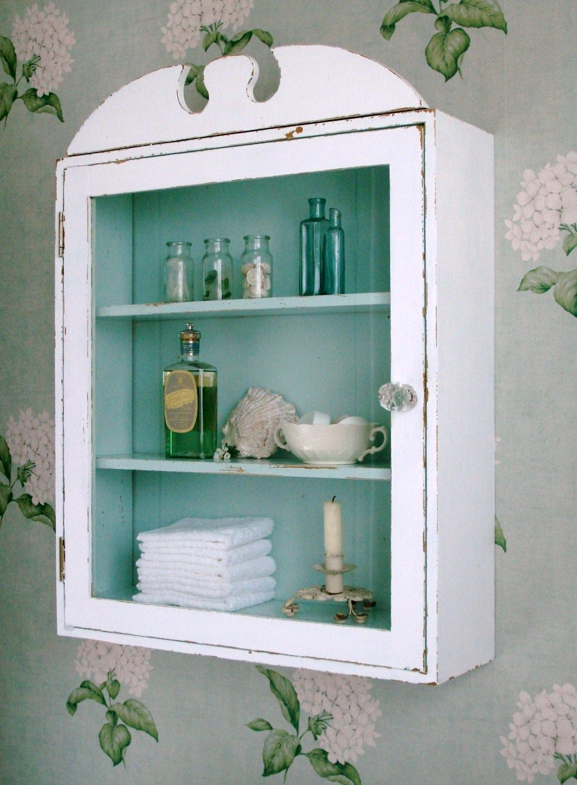 Medicine Cabinet Organizing Hacks - How to Organize a Medicine Cabinet