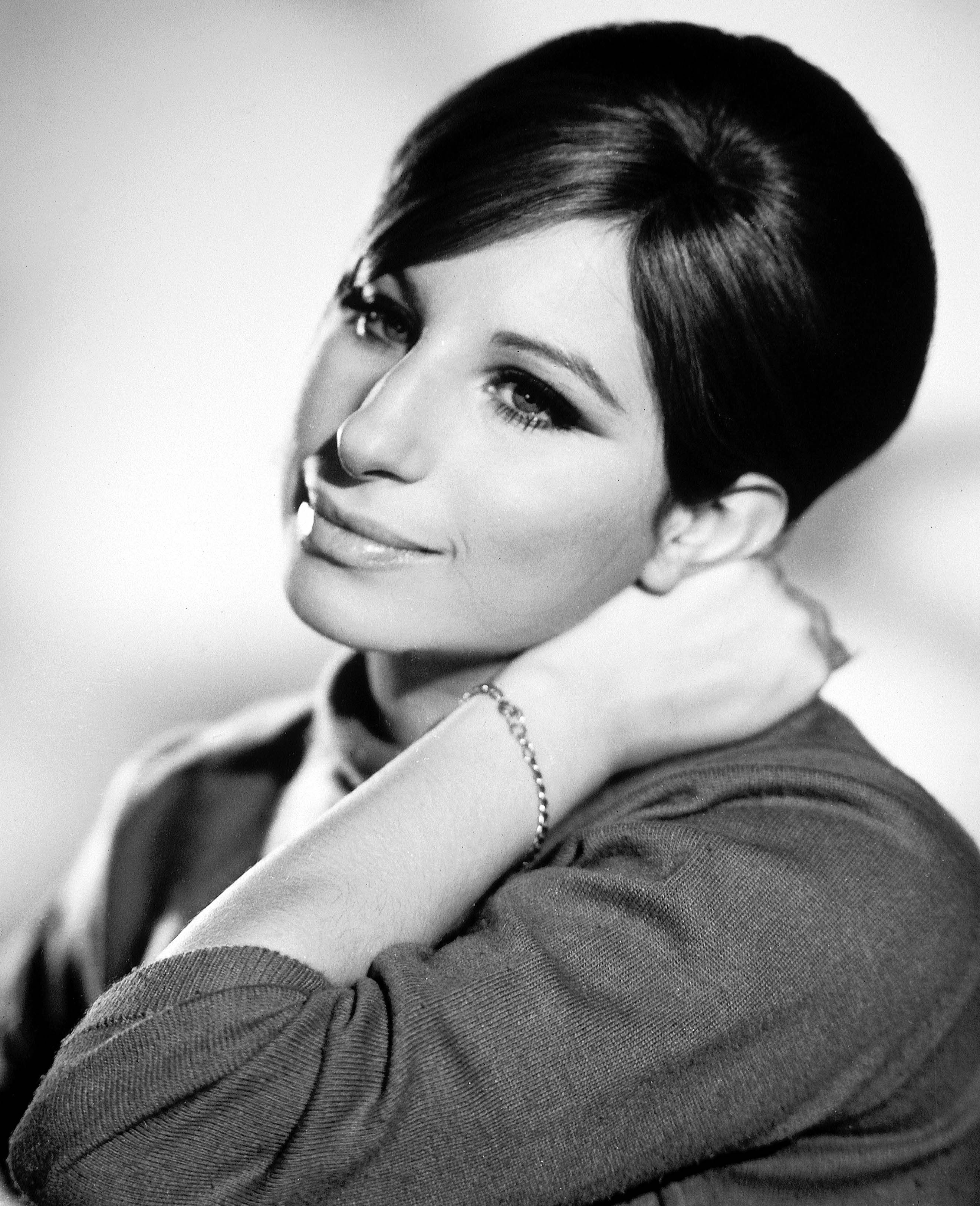 1960s Hair and Makeup Trends That Are Back - Sixties Beauty Trends ...