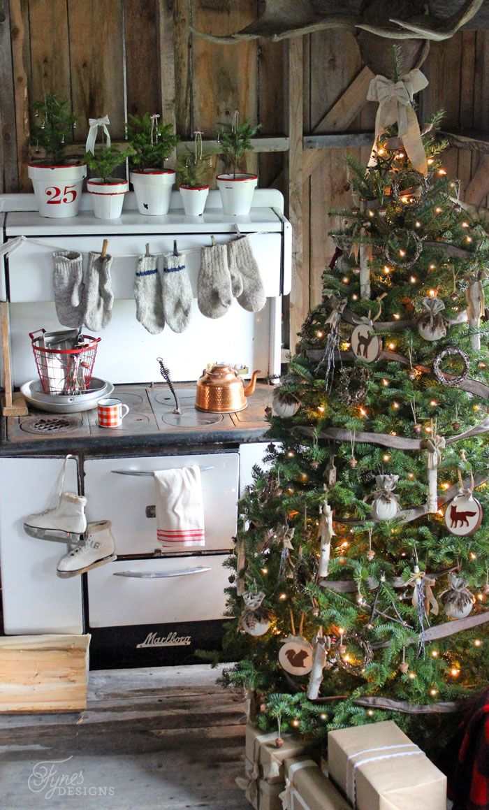25 Decorated Christmas Tree Ideas Pictures