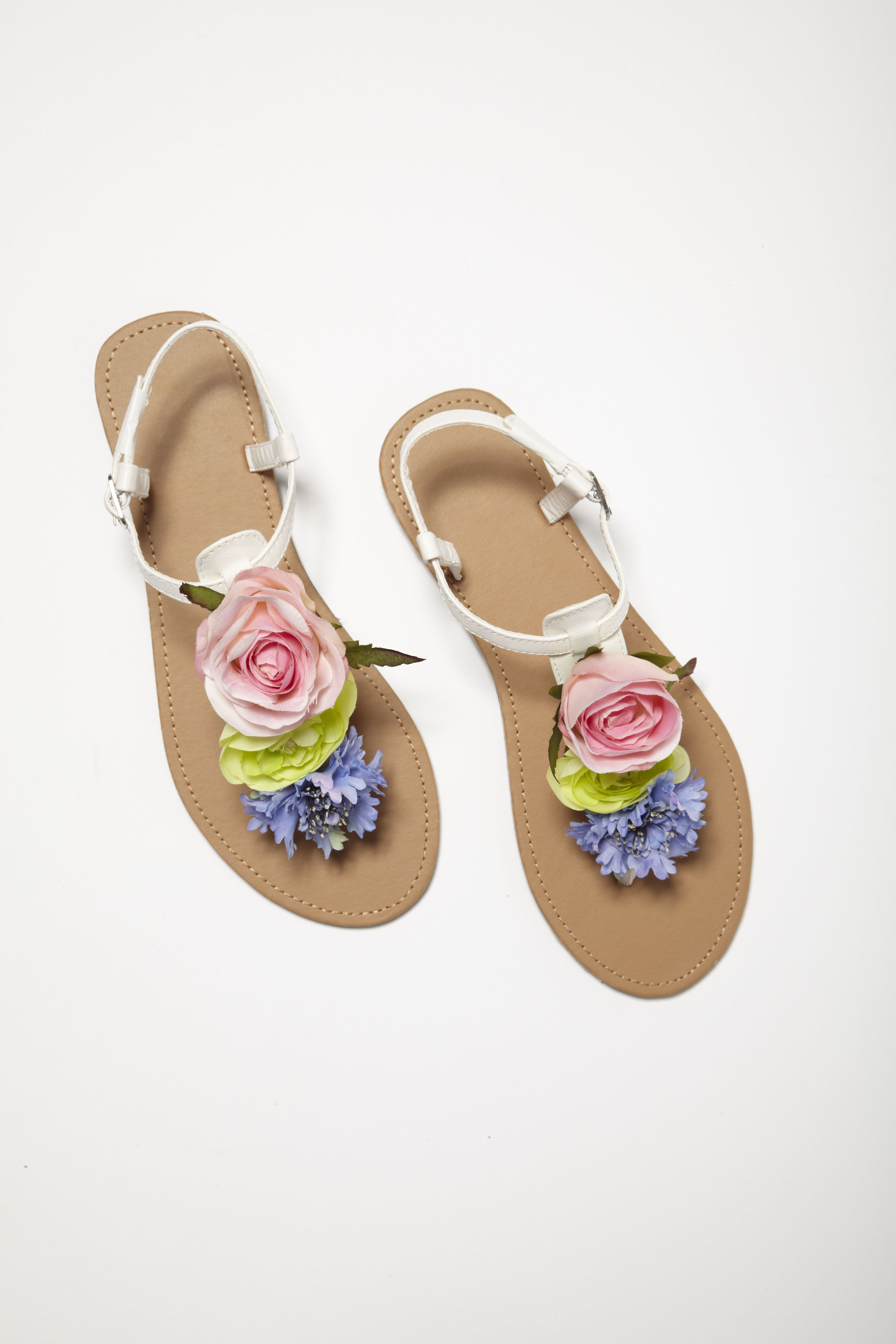 DIY YOUR OWN FLORAL SANDALS IN 4 EASY STEPS DIY FASHION