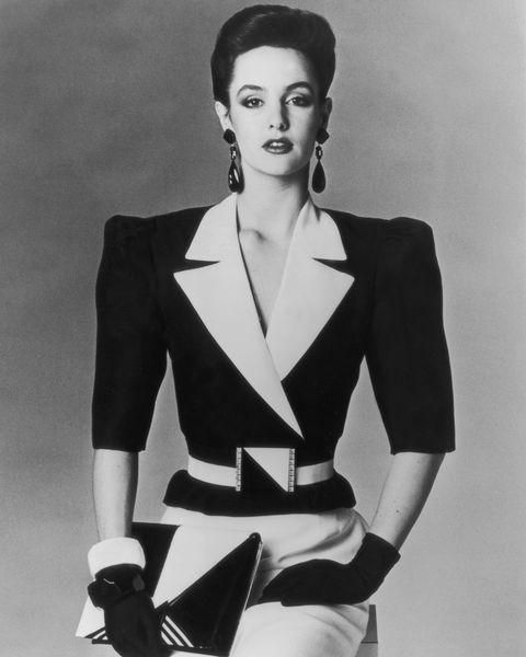 Sleeve, Human body, Collar, Shoulder, Joint, Formal wear, Style, Monochrome photography, Fashion model, Blazer,