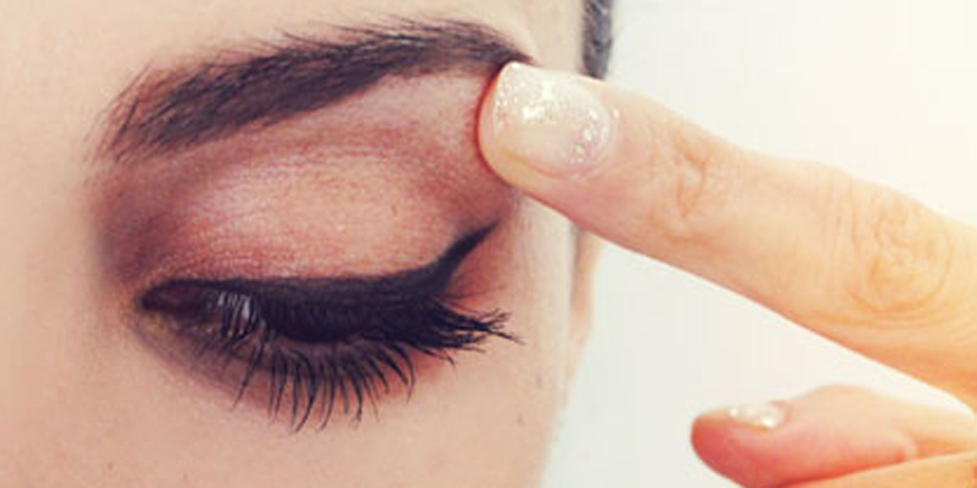 This White Eyebrow Highlighter Trick Makes Your Eyes Look