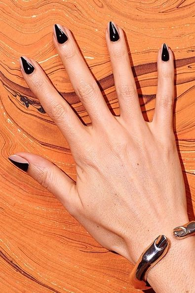 40+ Halloween Nail Art Ideas - Easy Halloween Nail Polish ...