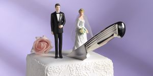divorce wedding cake with knife