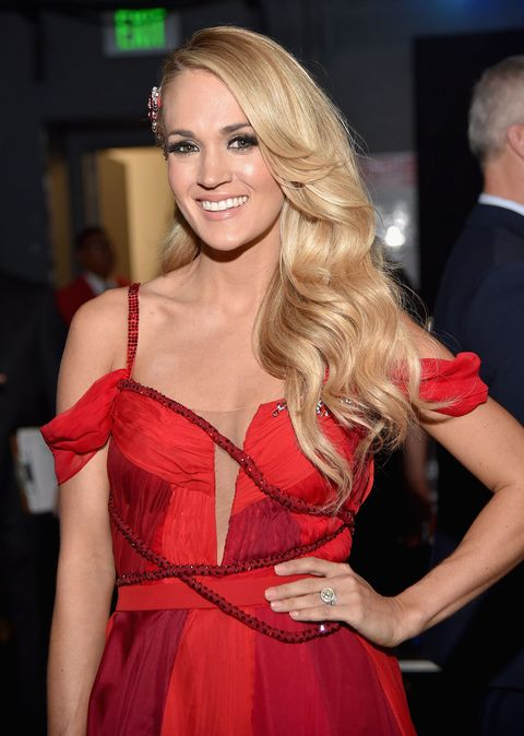 Carrie Underwood Cuts Hair Into Long Bob Carrie Underwood S New Haircut