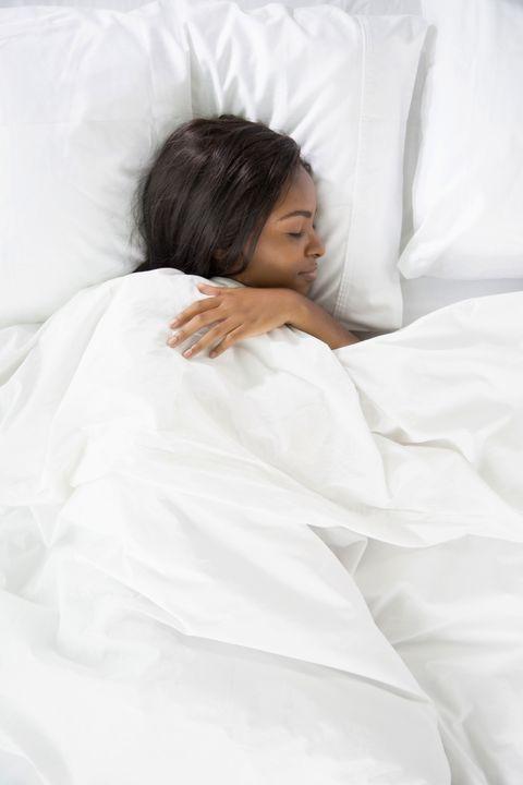 Human, Comfort, Sleeve, Skin, Textile, Bedding, Linens, Bed sheet, Beauty, Black hair,