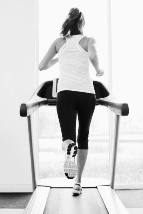 Human leg, Shoulder, Standing, Joint, Elbow, Style, Knee, Waist, Calf, Thigh,