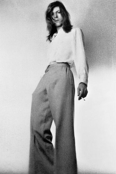 Sleeve, Shoulder, Standing, Photograph, Joint, Collar, Style, Formal wear, Knee, Waist,