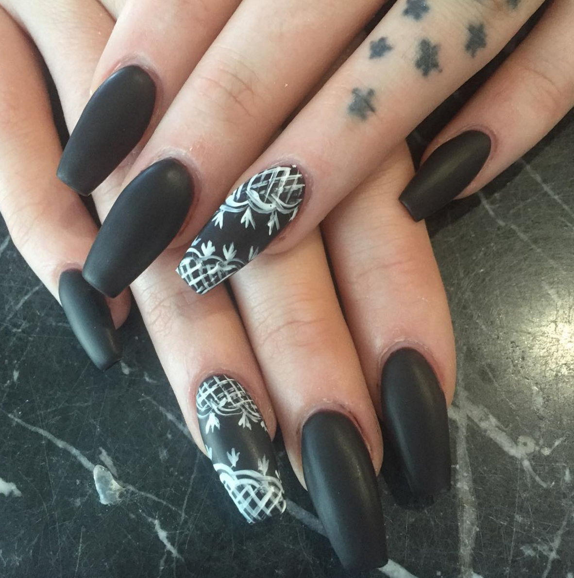 13 Ways to Wear Coffin Shaped Nails — Design Ideas for Ballerina Nails