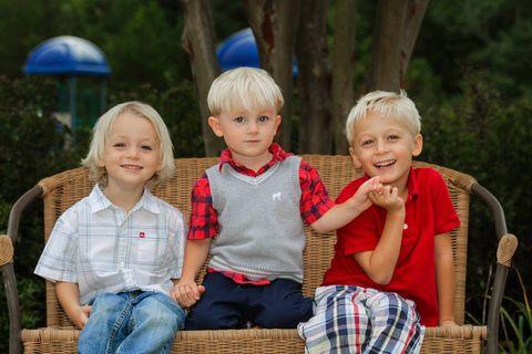 People, Eye, Child, Sitting, Sharing, Denim, Toddler, Chair, Lap, Plaid,