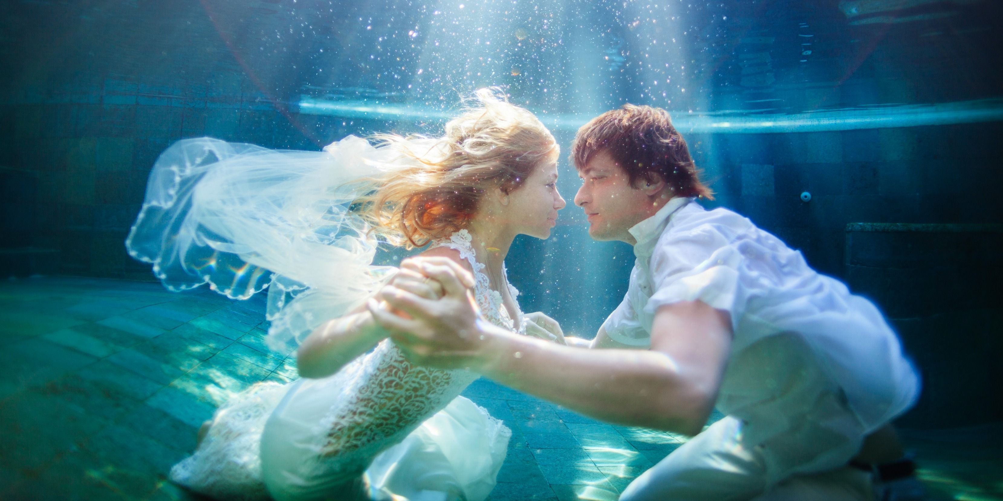 Underwater Wedding Photography Is Trending With Brides And Grooms Trash The Dress Photos