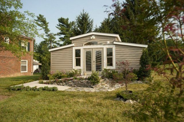 These 'Granny Pods' Will Allow Your Grandma To Live In A High-Tech Cottage In Your Backyard