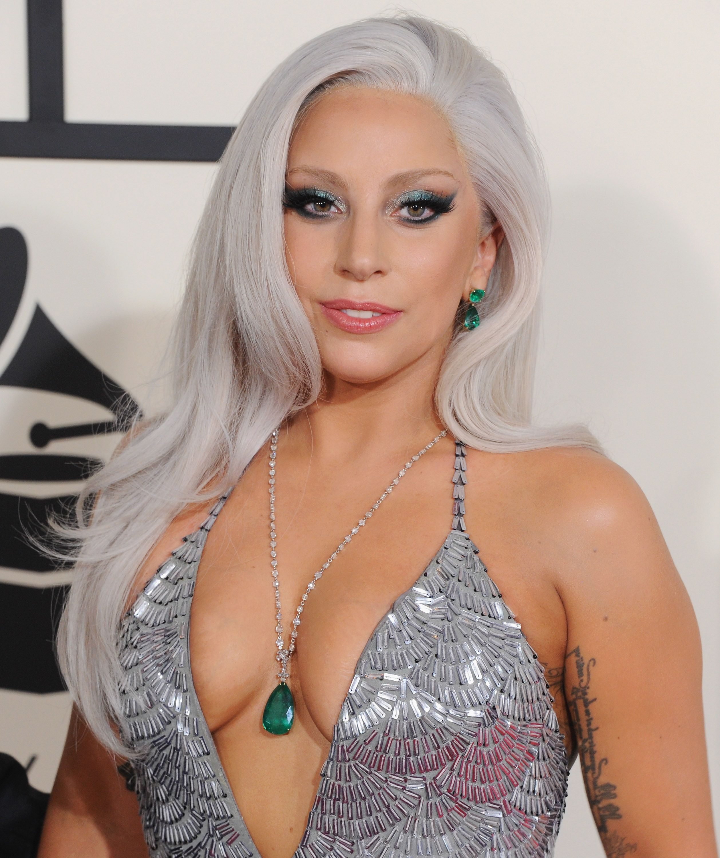 lady-gaga-gray-silver-hair-2.jpg